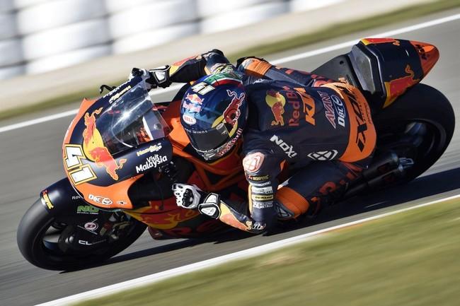 Miguel Oliveira y KTM avisan para 2018 con una incontestable tercera victoria consecutiva en Moto2