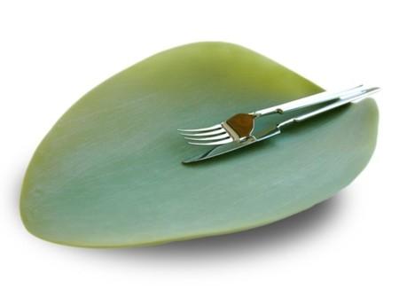 Una hoja en la mesa