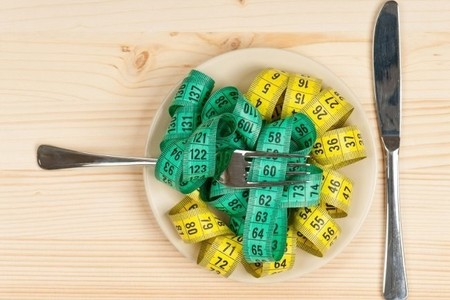 Estos son los riesgos de las dietas milagro que prometen adelgazar 10 kilos en un mes
