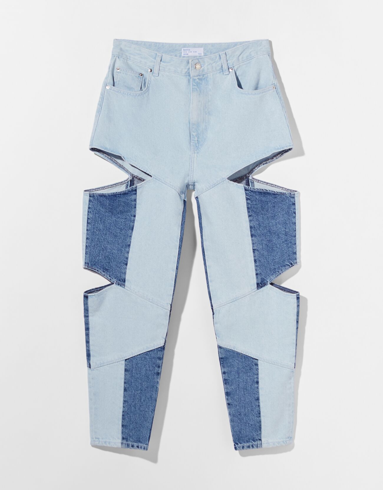 Mom jeans bicolor con detalles cut out.