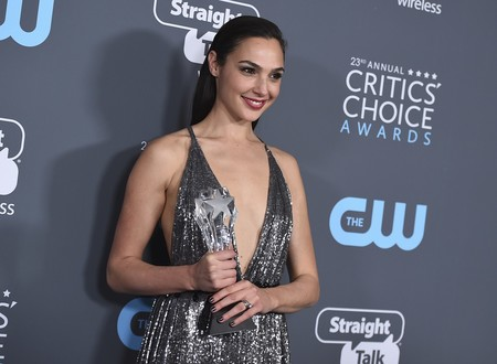 Gal Gadot no deja la armadura de Wonder Woman ni para ir a los Critics'Choice Awards 2018