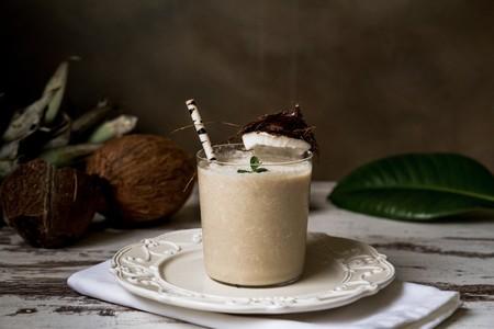 Receta fácil de licuado detox de guayaba y coco. Saludable y nutritivo