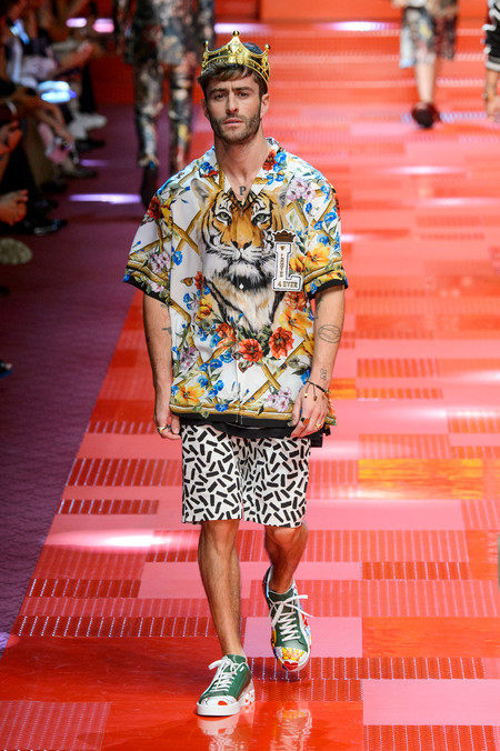 Pelayo desfila por la pasarela de Dolce & Gabbana, rindiendo un homenaje a Davidelfin