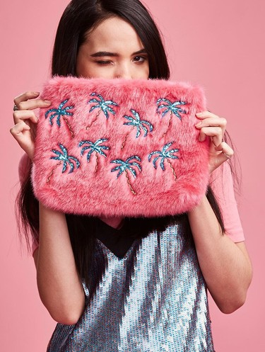 Tendencias otoño-invierno 2017: los peluches se vuelven trendy con estos 26 bolsos de pelo