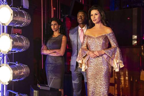'Queen America': Facebook desaprovecha a Catherine Zeta-Jones en una comedia que no termina de explotar su potencial
