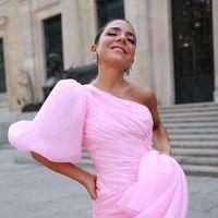 Paula Ordovás se decanta por un elegante recogido bajo en la boda de Lovely Pepa