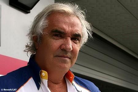 Flavio Briatore garantiza continuidad en 2010