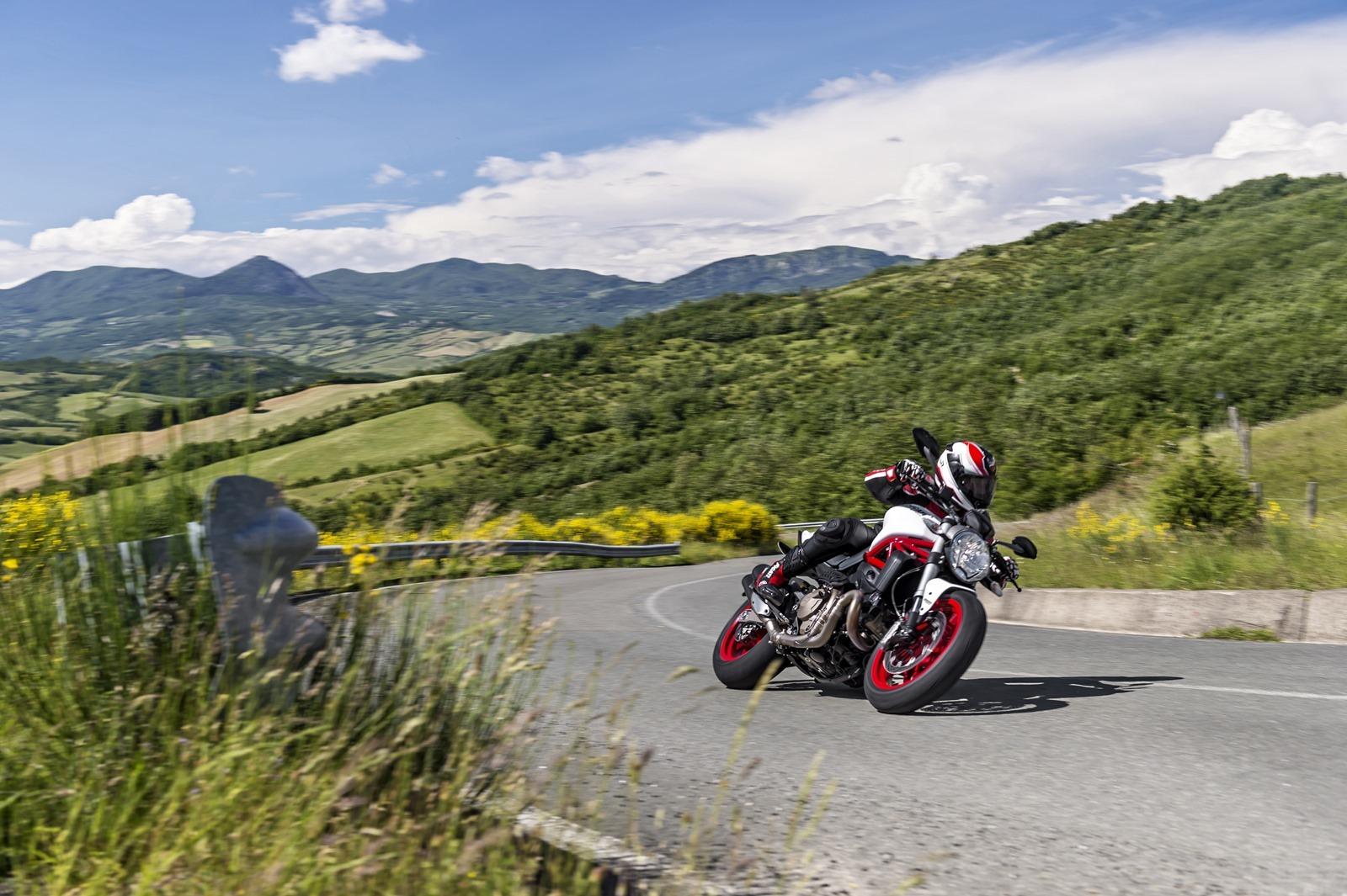 Ducati Monster 821 >> Ducati Monster 821, en acción y estudio (27/115)