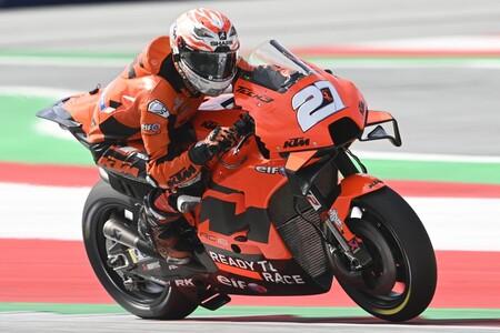 Los alerones traseros también llegan a MotoGP: KTM probó el 'pico de pato' en las dos motos del Tech3
