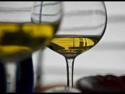 ¿Se implantarán etiquetas sanitarias en las botellas de vino?
