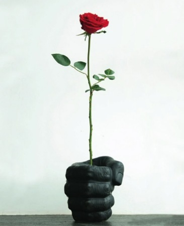 San Valentín: jarrón con forma de mano