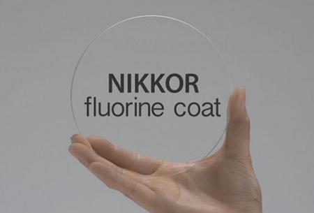 Estas son las diferencias entre las lentes de fluorita y la cobertura de flúor de Nikon