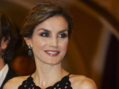 La Reina Letizia deslumbra con su look en los premios Princesa de Asturias