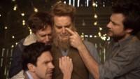 Mumford & Sons presenta el videoclip más dicharachero de todos los tiempos