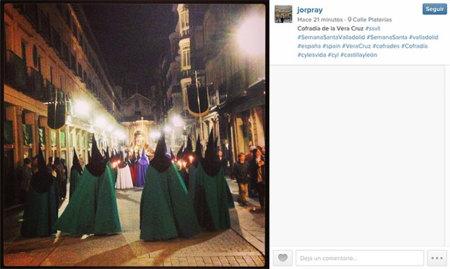 La Semana Santa pasa por el móvil y las redes sociales: la imagen de la semana