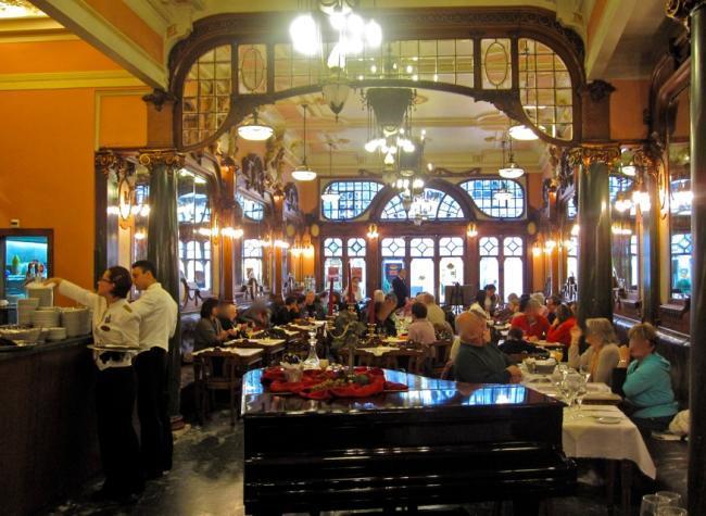 Interior del Café Majestic Oporto