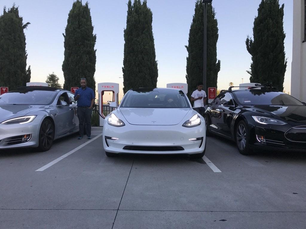 Tesla Model tres 5