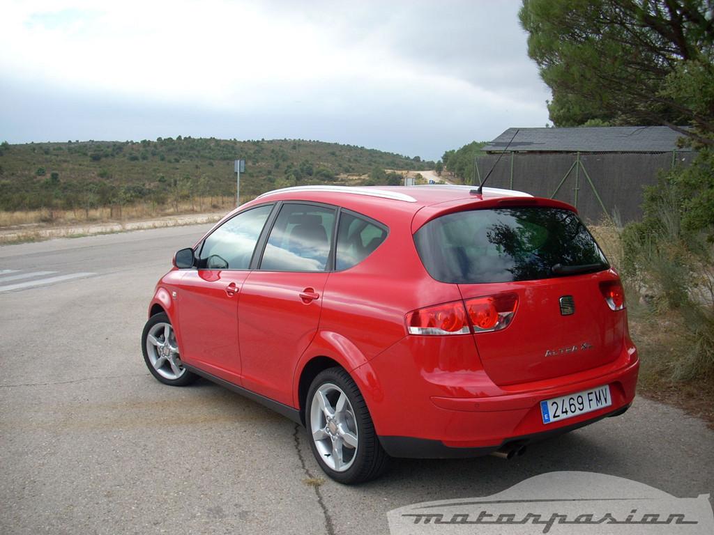 Foto de SEAT Altea XL contra Volkswagen Touran  (11/36)