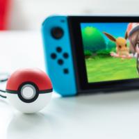 La Poké Ball Plus recolecta automáticamente las Poképaradas de Pokémon Go si lleva un Pokémon dentro