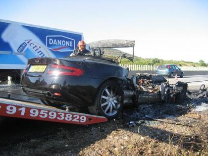 Aston Martin DB9 quemado