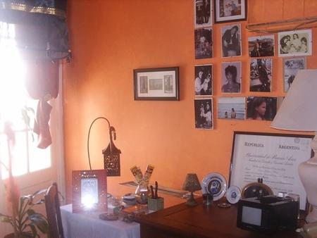 escritorio pared fotos naranja