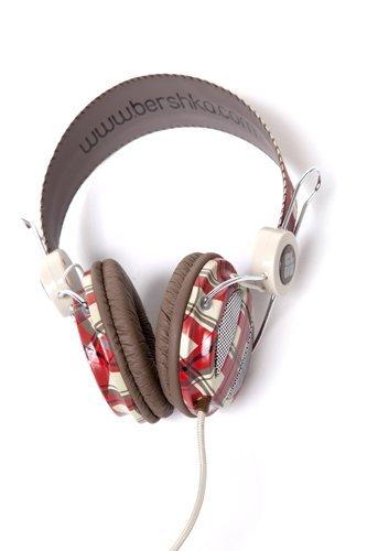 Bershka y sus auriculares: con la música a otra parte