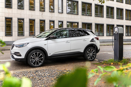 Opel Salto Electrico 08