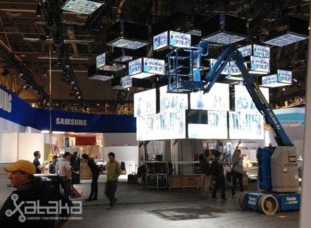 Visitamos el unboxing del CES 2012. Uso de casco obligatorio