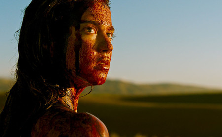 'Revenge' demuestra que el género de violación y venganza puede actualizarse sin perder su esencia grindhouse