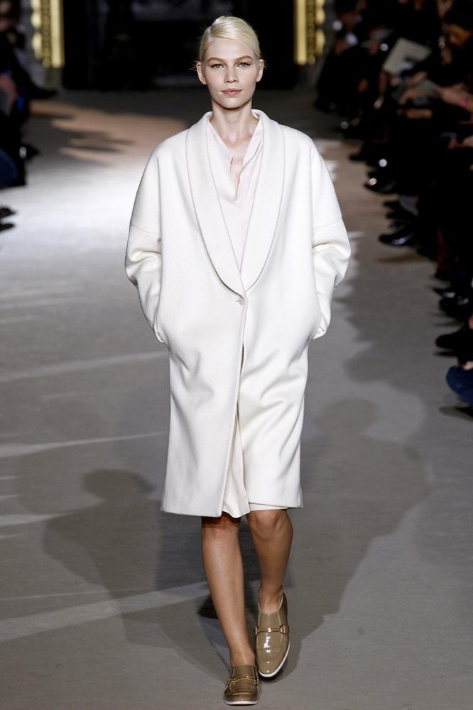 Foto de Stella McCartney Otoño-Invierno 2011/2012 en la Semana de la Moda de París:  (2/25)