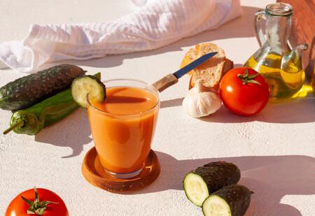 El gazpacho ¿en vaso o en plato? El debate que enfrenta, incluso, a los andaluces