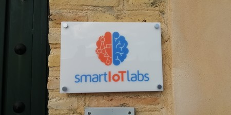 Smart IoT Labs - logotipo en la entrada