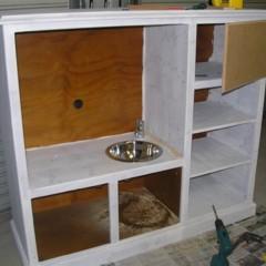 Foto 2 de 4 de la galería un-mueble-de-televisor-convertido-en-una-cocina-de-juguete en Decoesfera