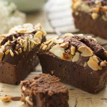 Receta de financiers de chocolate y frutos secos, un clásico de la repostería francesa