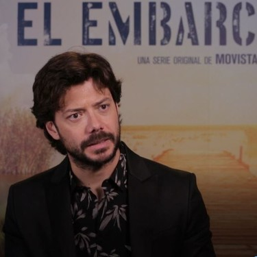 """""""Si ellas se desnudan, por qué no voy a hacerlo yo"""". Álvaro Morte, protagonista de 'El embarcadero'"""