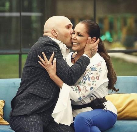 Isabel Pantoja sustituirá a Rosalía en la sintonía de 'Paquita Salas' y este es el mejor titular de la historia