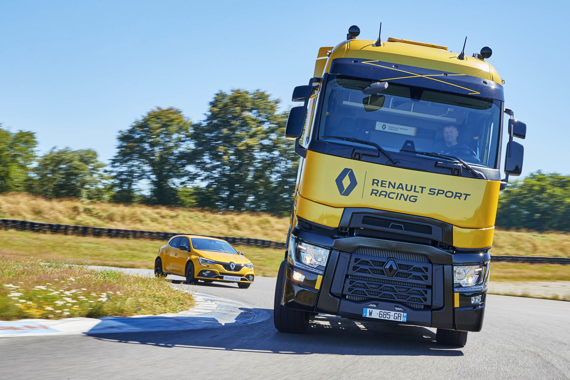 Foto de Renault T High RS Racing Edition (1/14)