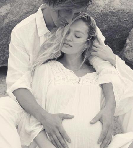 Una embarazadísima Candice Swanepoel posa completamente desnuda