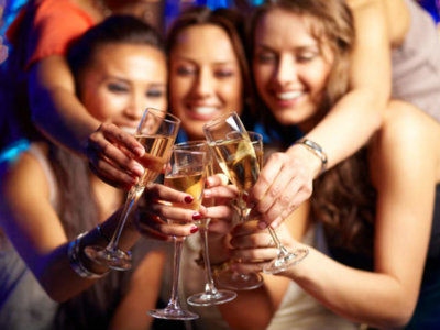 las bebidas alcohólicas podrían informarnos de las calorías que aportan