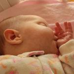 Los niños que se chupan el dedo y se muerden las uñas, podrían tener menor riesgo de alergias
