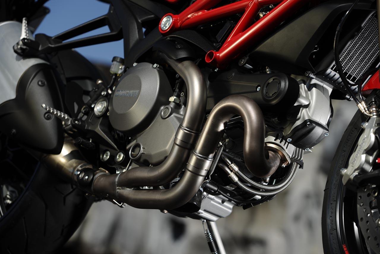 Foto de Ducati Monster 1100 EVO galería, vídeo y datos oficiales (1/26)