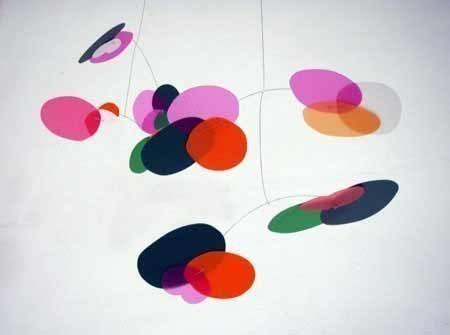 Coloridos móviles para la habitación del bebé