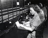 ¿Por qué las mujeres eran mejores operadores de teléfono? (comparado con un adolescente)