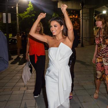 El vestido blanco de Eva Longoria lo tiene todo para convertirse en la estrella de las noches del verano