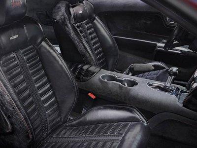 Si eres dueño de un Mustang ¿por qué no tapizar los asientos con cuero de caballo auténtico?
