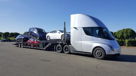 El Tesla Semi, cazado de nuevo en carretera: ¿estamos ante la variante de producción del camión eléctrico?
