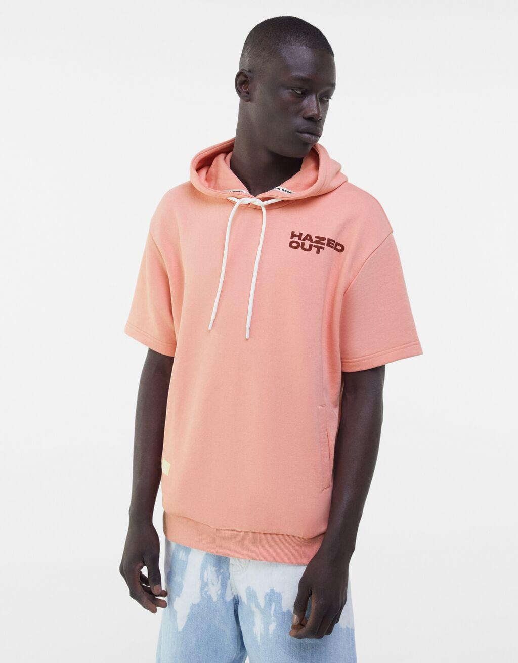 Camiseta felpa capucha color durazno con print