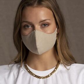 Cinco mascarillas beige o color crema para crear el perfecto look monocromático