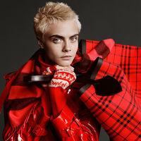 Cara Delevingne protagonista de la campaña de Navidad de Burberry con una imagen muy transgresora