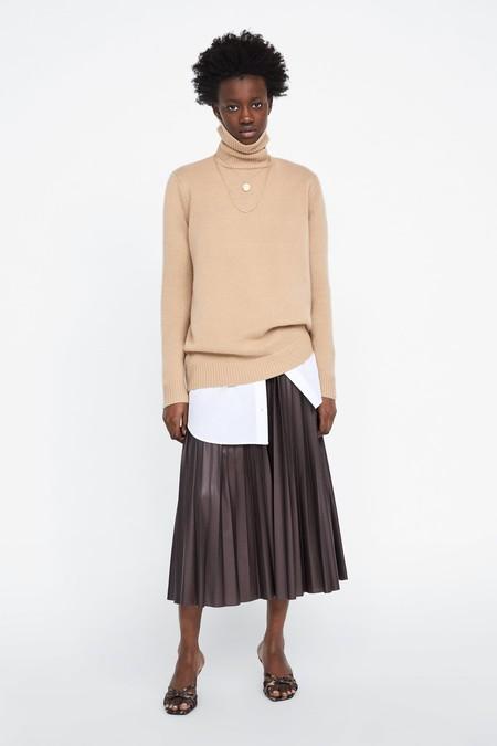 b249b067f 15 faldas plisadas perfectas para llevar de la ofi a cenar sin pasar ...